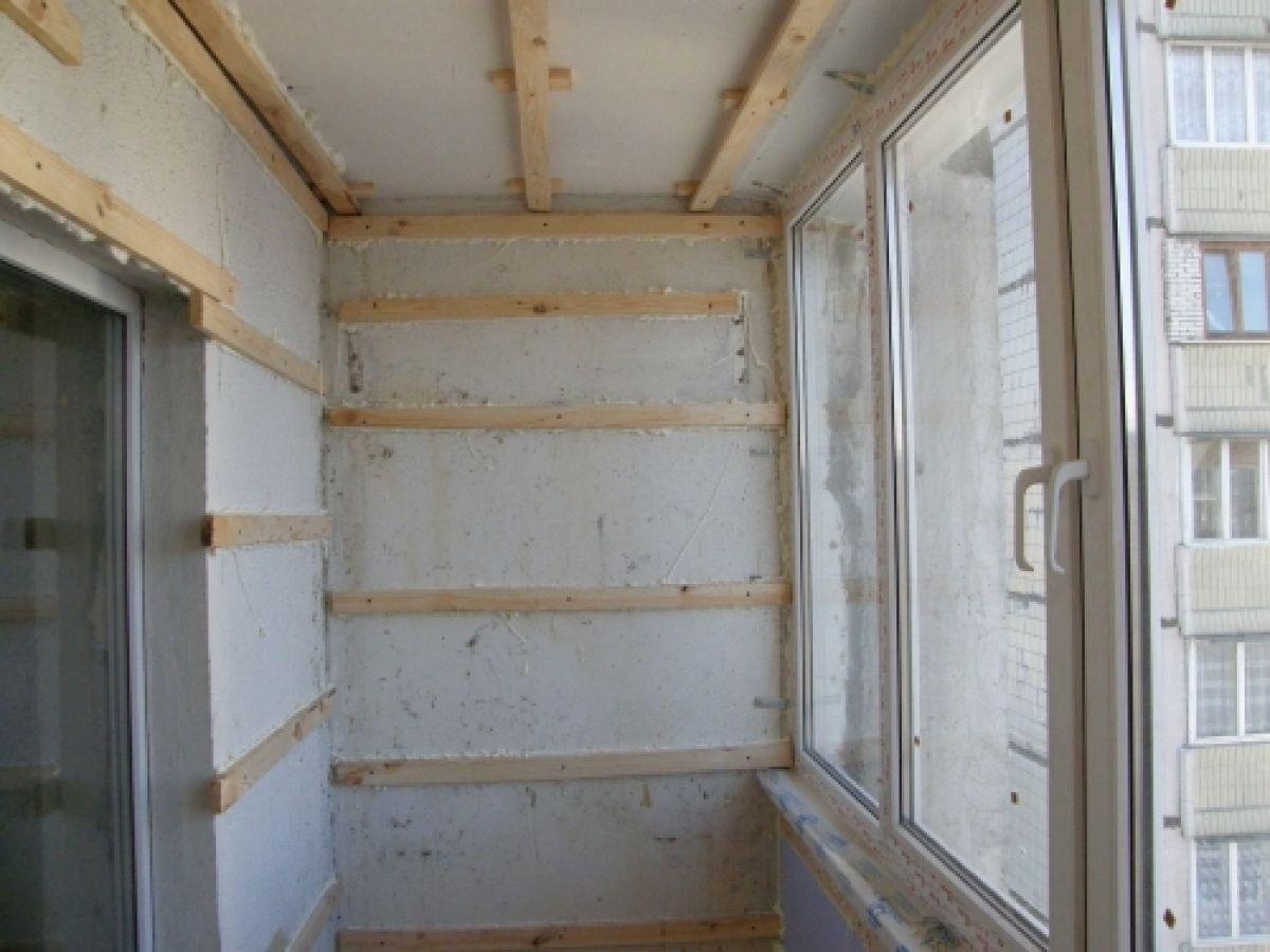 Отделка потолка на балконе: варианты, выбор материала.